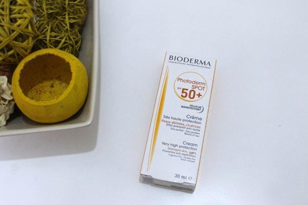 کرم ضد آفتاب فاقد چربی فتودرم اسپات BIODERMA SPF 50